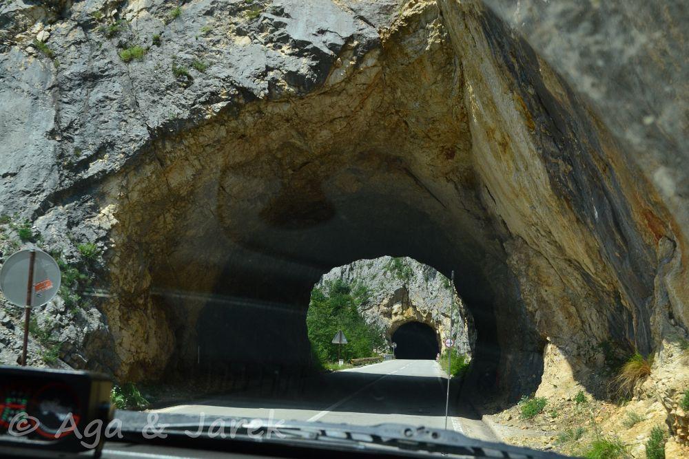 tunel wykuty w górze
