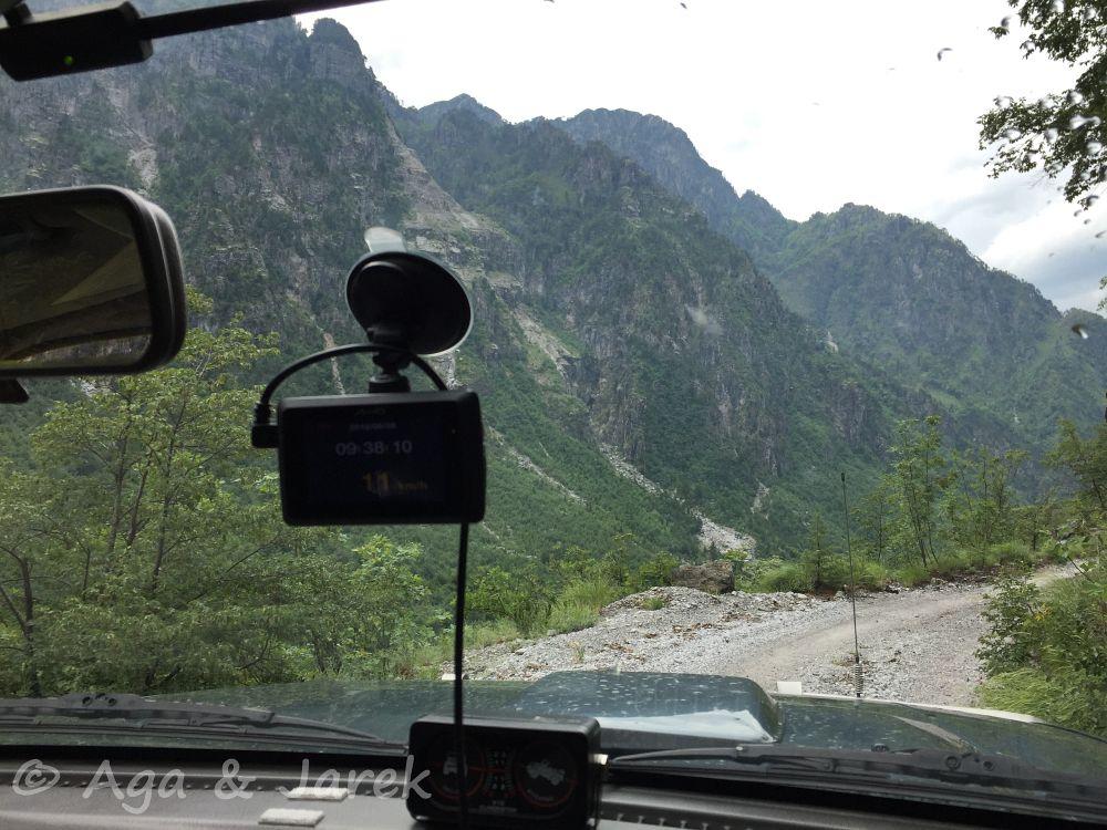 góry z perspektywy auta