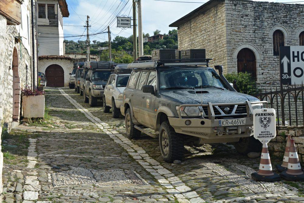 auta w uliczce