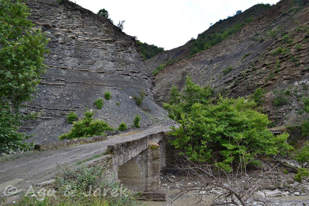 droga wśród gór