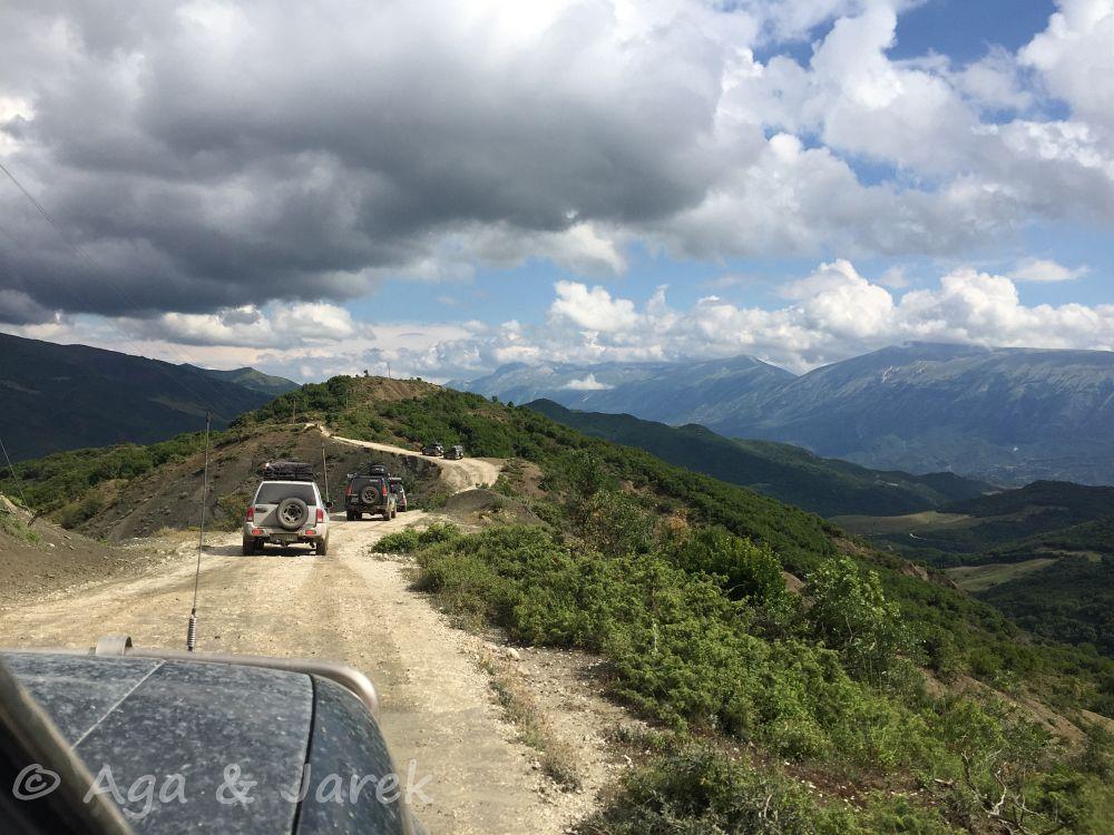 droga po grzbiecie góry