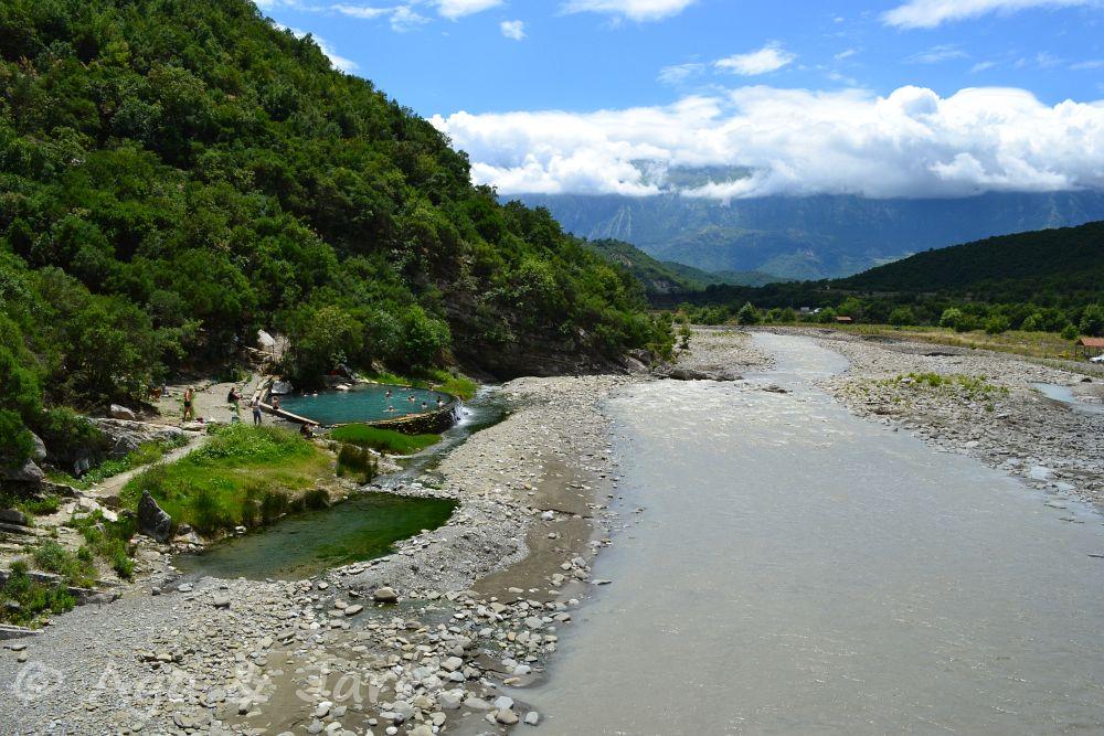 gorące źródła przy rzece