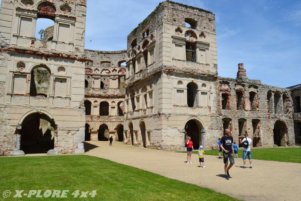 ruiny zamku w krzyżtoporze